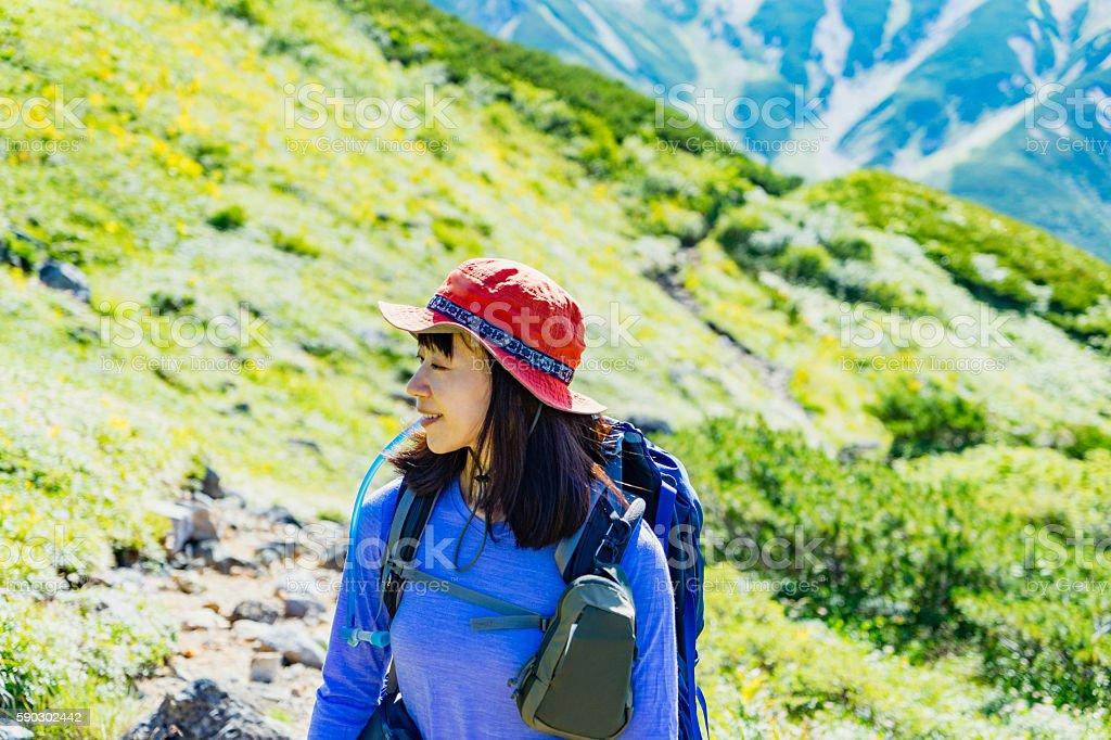 Woman hiking in Okudainichidake,Japan royaltyfri bildbanksbilder