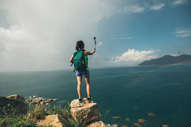 Frau im Meer Wandern ein Selbstporträt – Foto
