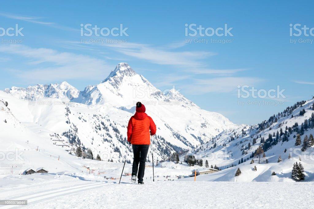 Frau im Winter Berge Wandern – Foto