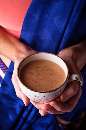 Woman Holding A Cup Of Masala Tea - zdjęcia stockowe i więcej obrazów Anyż