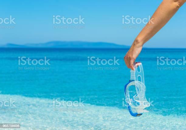 Woman Holding A Diving Mask By The Sea - Fotografias de stock e mais imagens de Adulto