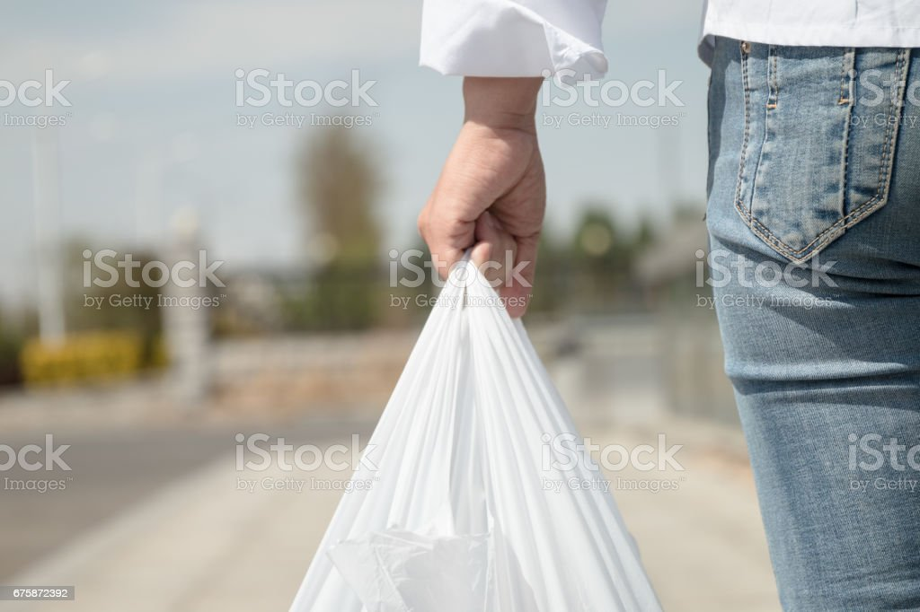 Woman holding a plastic bag - foto de stock