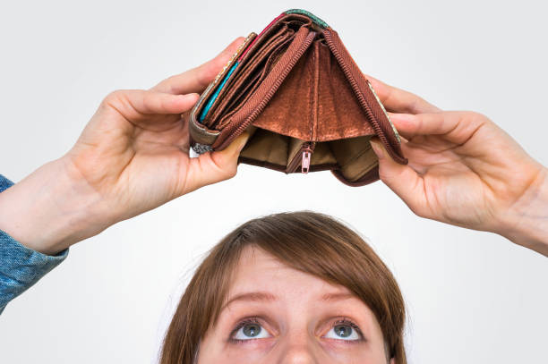 Woman holding an empty wallet, she hasn't money Business woman holding an empty wallet, she hasn't money empty wallet stock pictures, royalty-free photos & images