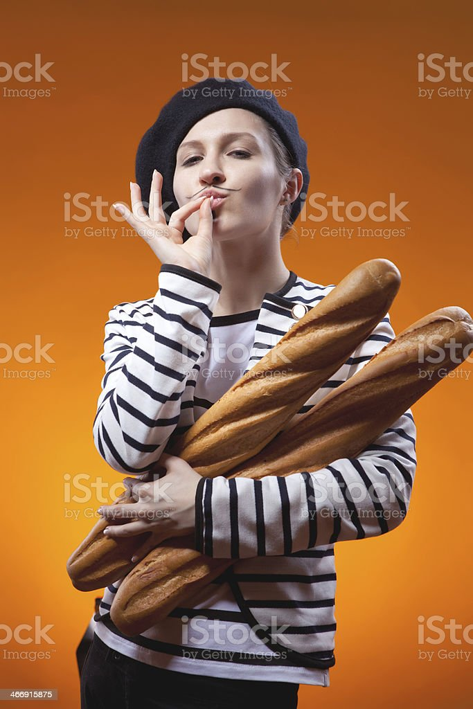 Femme tenant des baguettes et des saveurs délicieuses qui est - Photo