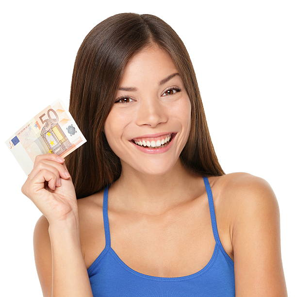 Frau hält euro Geld beachten – Foto