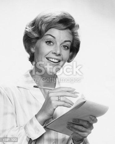 Mulher A Segurar O Lápis E Papel - Fotografias de stock e mais imagens de 1950-1959