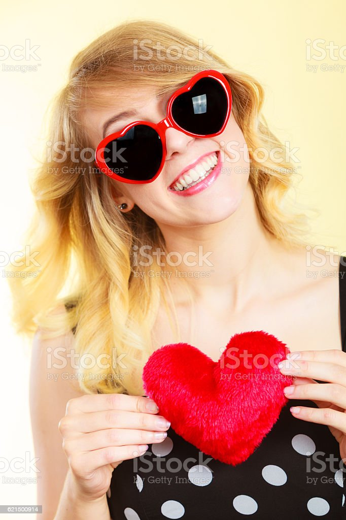 Woman holding red heart love symbol foto stock royalty-free