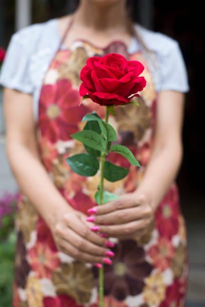 Woman holding rose flowers bouquet picture id1162195703?b=1&k=6&m=1162195703&s=612x612&w=0&h=rtyxi5v0dm3hplpjm2xtbz3jrvjmqnvflf43i6 jscm=