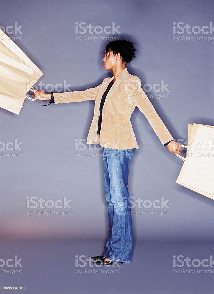 Frau holding shopping bags Lizenzfreies stock-foto