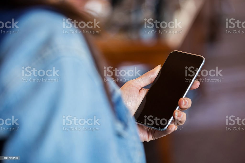 Woman holding smart phone with blank screen​​​ foto