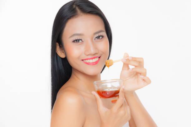 Frau mit Zucker Haare entfernen einfügen – Foto