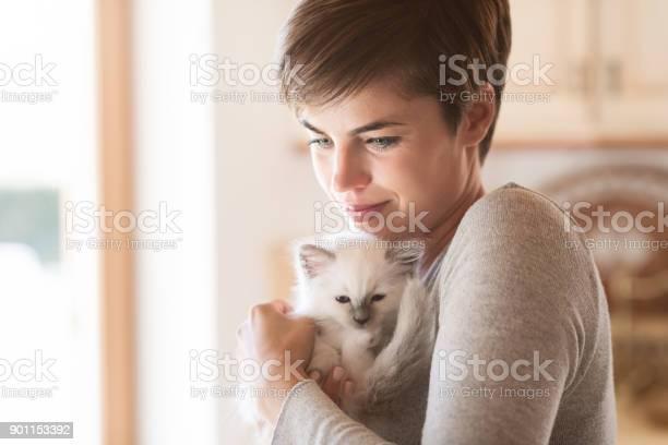 Woman hugging her kitten picture id901153392?b=1&k=6&m=901153392&s=612x612&h=pr gog2j6khi3k79apgj2hhdbc0 e1z8zpspxsbtuys=
