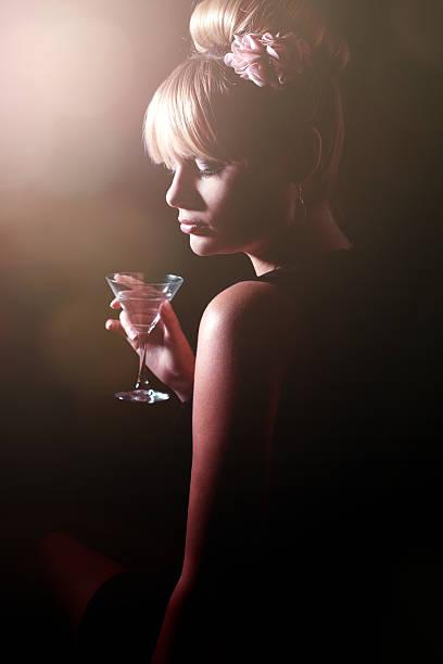 Frau in einer bar – Foto