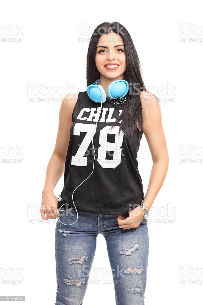 super popular ed8f9 aa587 Donna In Un Vestito Hiphop In Posa Con Cuffie - Fotografie ...