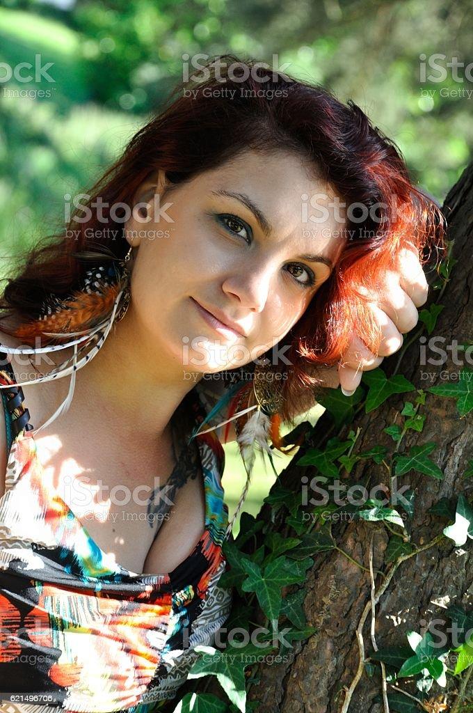 Frau in einem park Lizenzfreies stock-foto