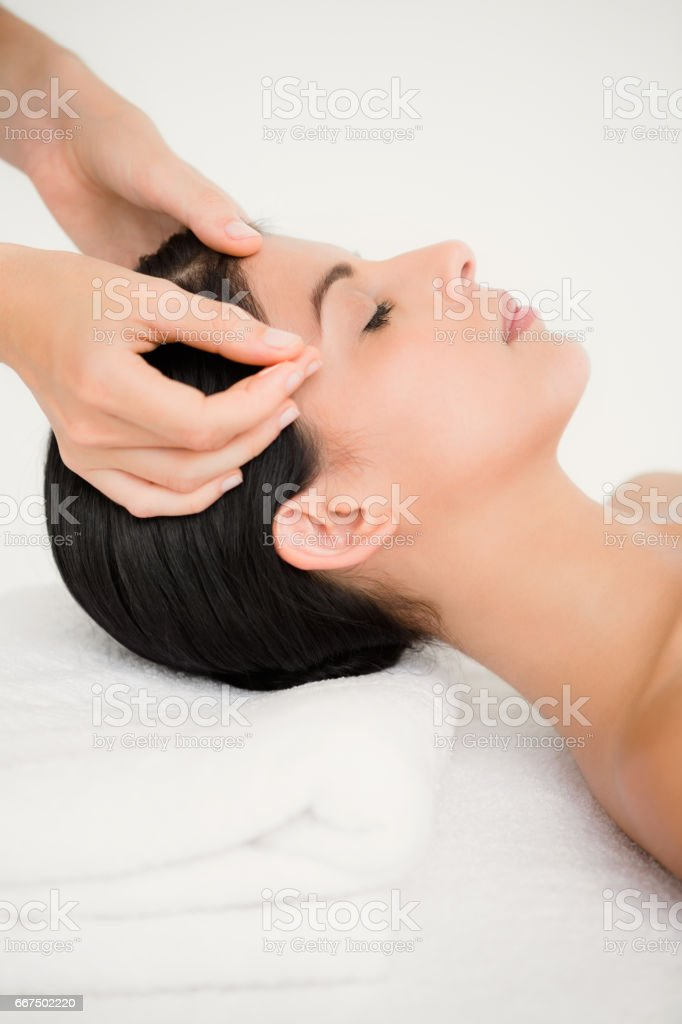 Woman in an acupuncture therapy foto stock royalty-free