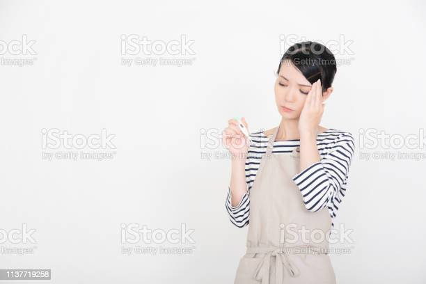 Woman in an apron picture id1137719258?b=1&k=6&m=1137719258&s=612x612&h=0gxjmkuna5faegfdkbzjqfrj1dfghgany6czqo0mebq=