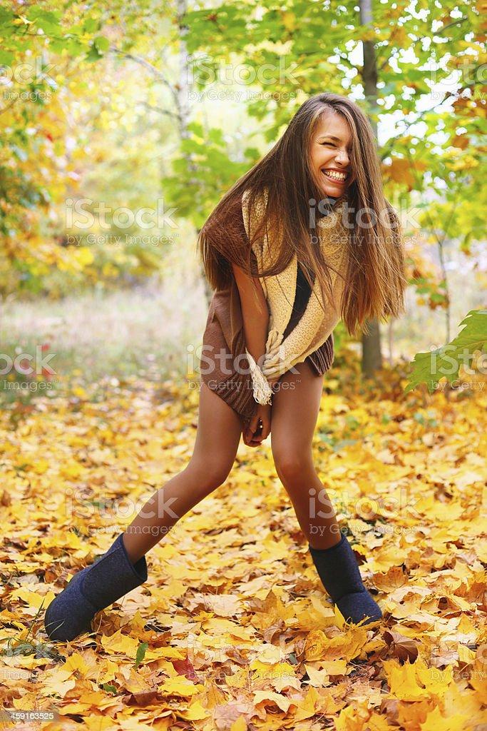 Frau im Herbst Landschaft – Foto