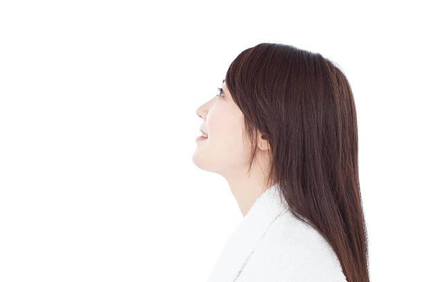 女性のバスローブ - 女性 横顔 日本人 ストックフォトと画像
