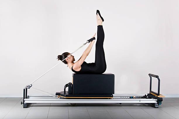 ginnastica di pilates - metodo pilates foto e immagini stock