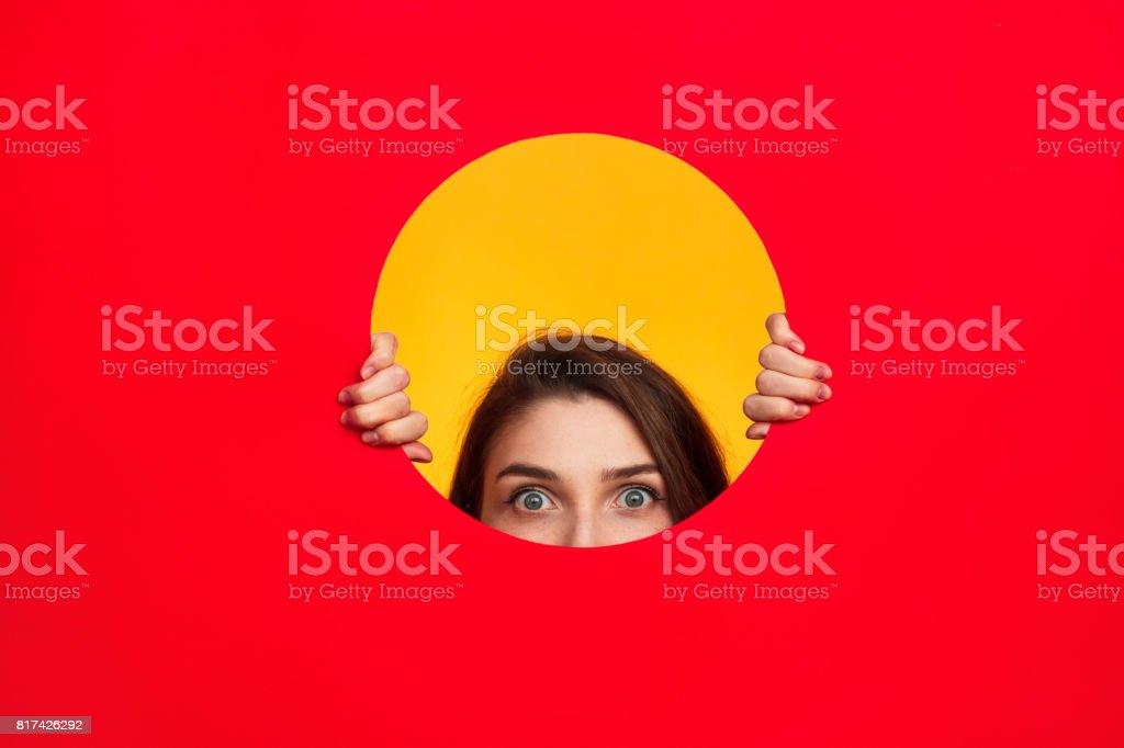Femme en posant du cercle photo libre de droits