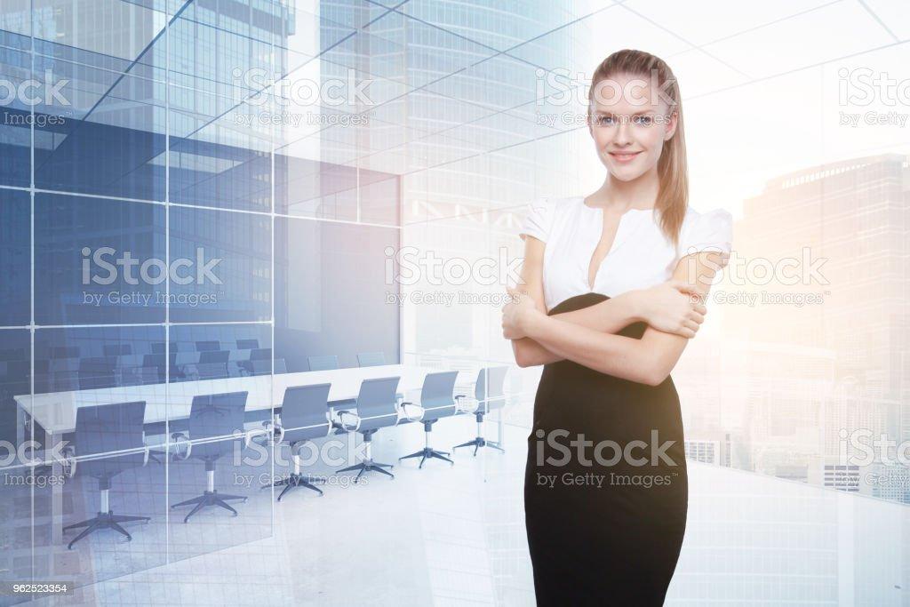 Mulher na sala de conferência - Foto de stock de Adulto royalty-free