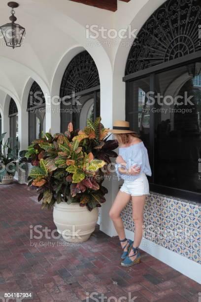 Woman in downtown picture id804167934?b=1&k=6&m=804167934&s=612x612&h=ansfzt0w0c3taf aoi4kvqpsxdxnwrfa4iyqdbnztec=