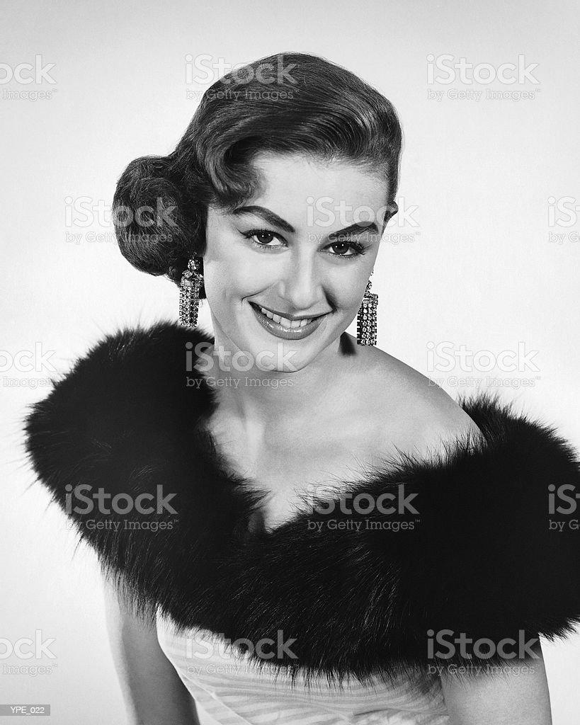 Mujer en vestido con borde de piel foto de stock libre de derechos