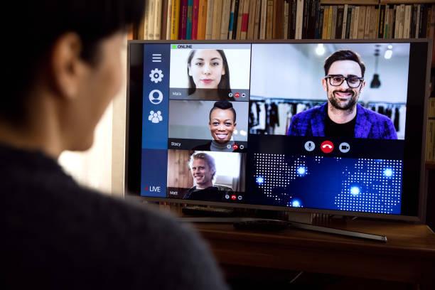 woman in front of a device screen in video conference for work - tv e familia e ecrã imagens e fotografias de stock