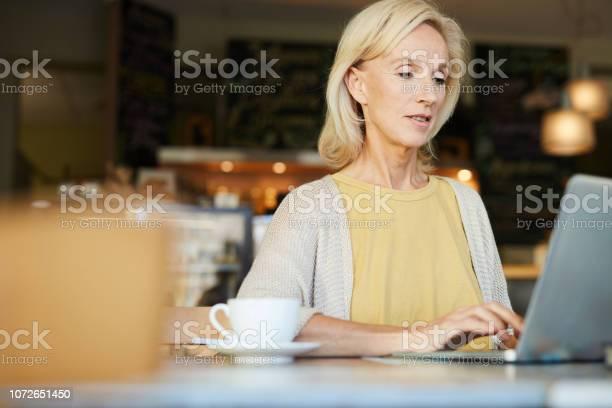 Woman in front of laptop picture id1072651450?b=1&k=6&m=1072651450&s=612x612&h=ex ovkqcow1rruqoglvt4qb7hxb9x3redizhviq6e28=