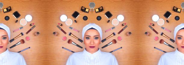 frau in volle make-up mit turban auf boden umgeben von make-up - ägyptisches make up stock-fotos und bilder