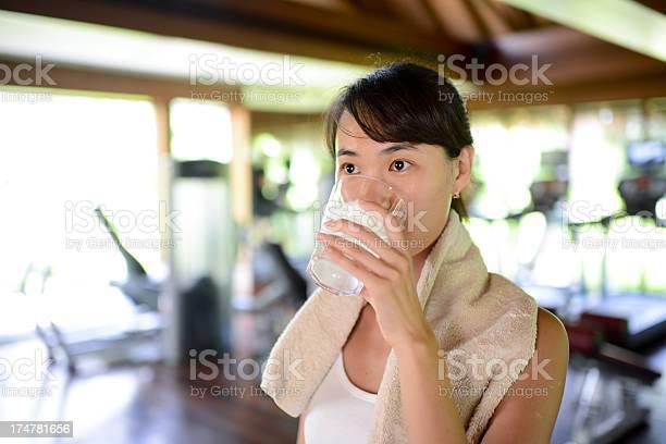 Woman in gym picture id174781656?b=1&k=6&m=174781656&s=612x612&h=qje07go1clpwukglqbq xduxm5izab5gwv7fzmt47js=