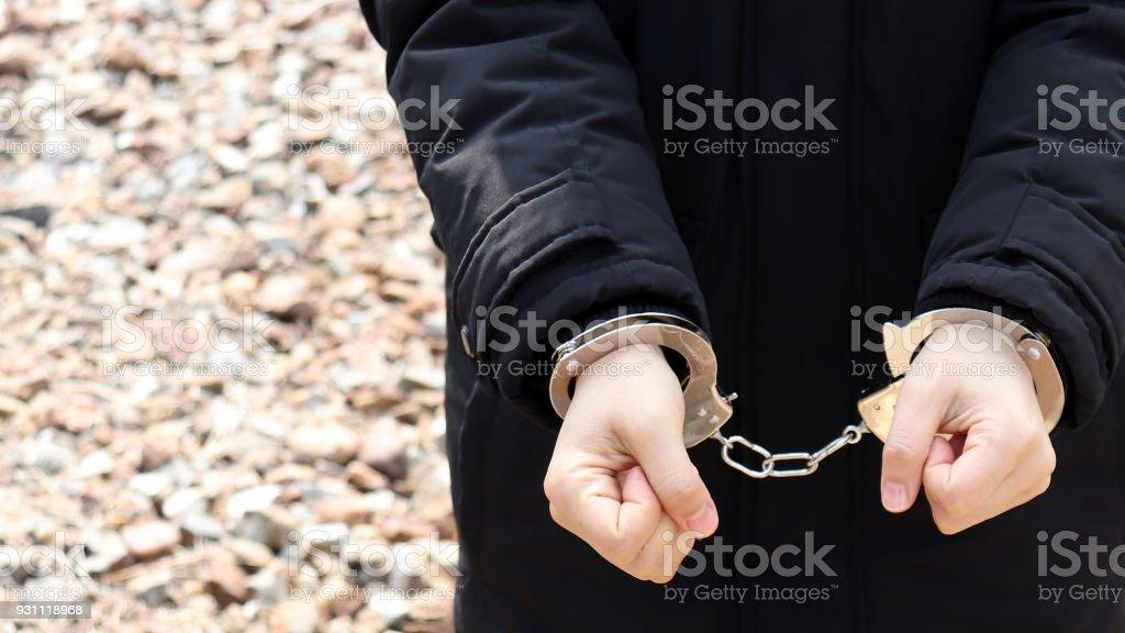 Kelepçeli bir kadın. - Royalty-free Adalet Stok görsel
