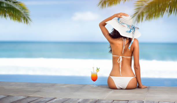 woman in hat near the sea on beach with tropical cocktail - body parts of sexy girls stock pictures, royalty-free photos & images