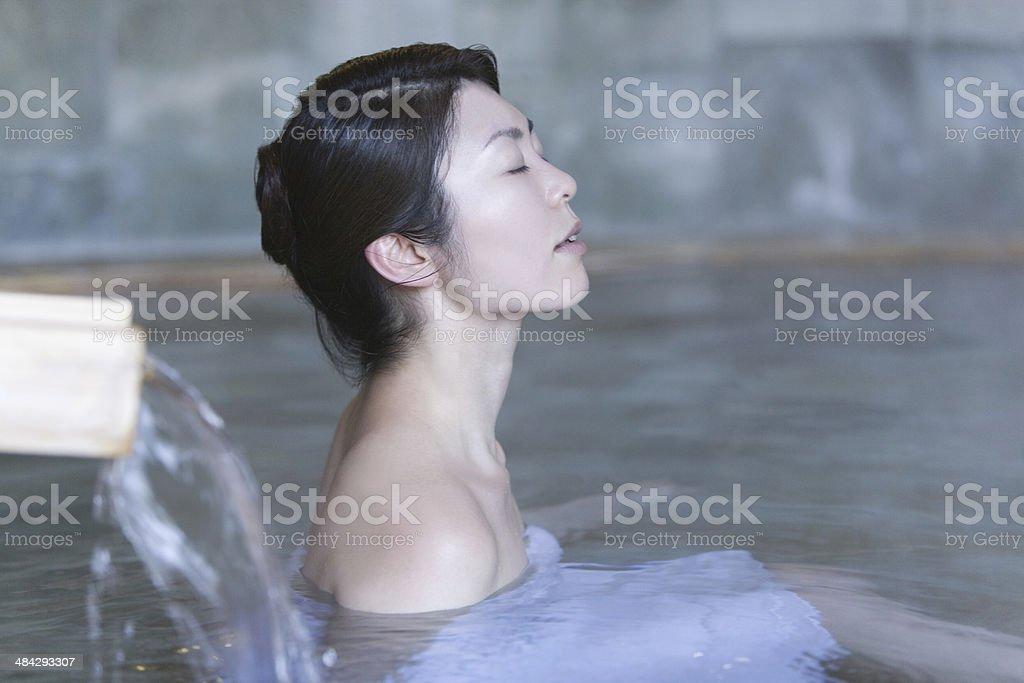 Frau in heißen Quellen – Foto