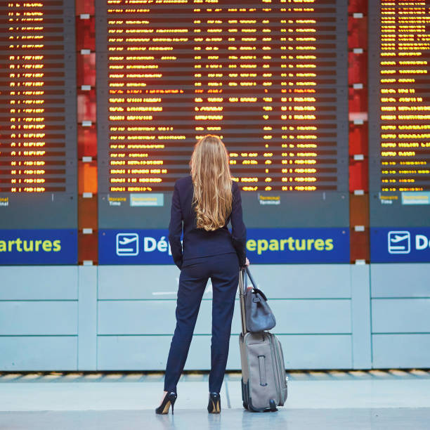 Frau im internationalen Flughafen – Foto
