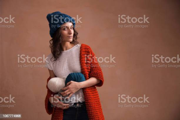 Woman in knit sweater and hat holding the yarn clews picture id1067774968?b=1&k=6&m=1067774968&s=612x612&h=yihcvs2d6qtluqlzqrrnkw14s6vtarhu39ujld2gv c=