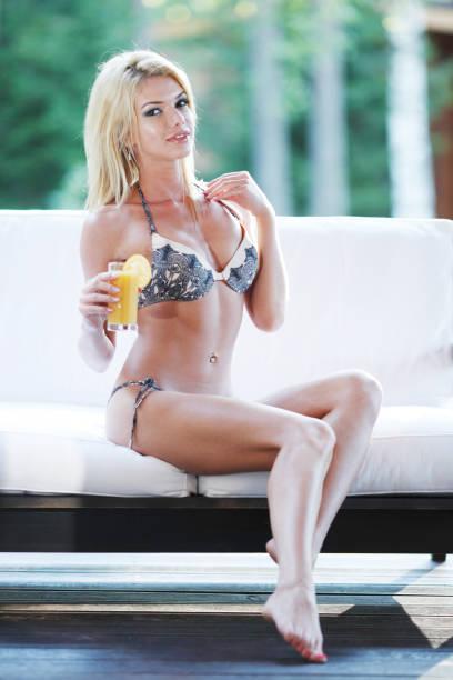 woman in lingerie outdoors - partie du corps photos et images de collection
