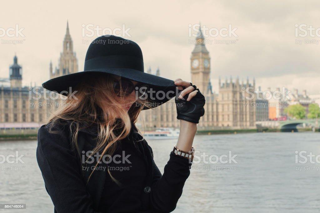Mulher em Londres - foto de acervo