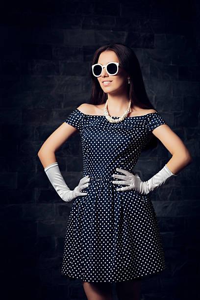 woman in off shoulder polka dots dress - moderne 50er jahre mode stock-fotos und bilder