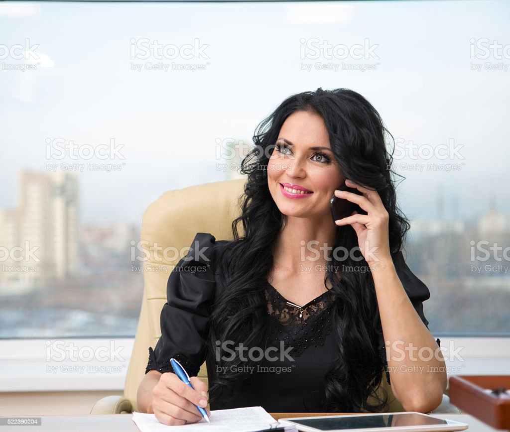 Frau im Büro – Foto