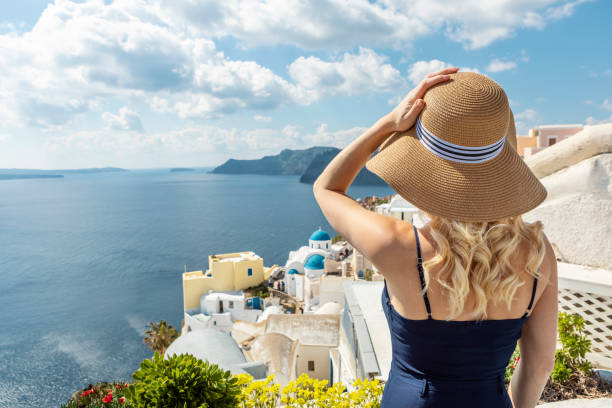 Frau in Oia auf Santorini – Foto