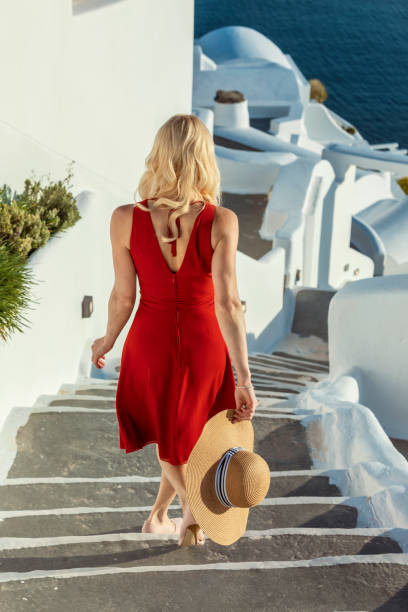 Frau in Oia auf Santorin – Foto