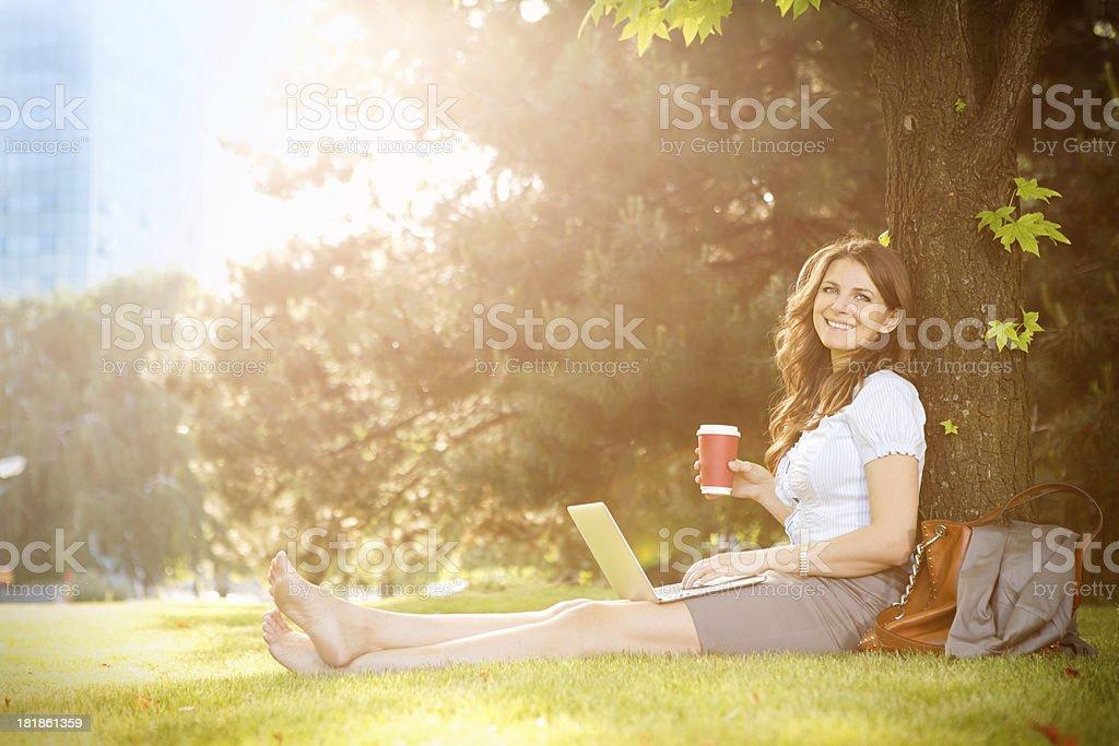 Женщина в парке. стоковое фото