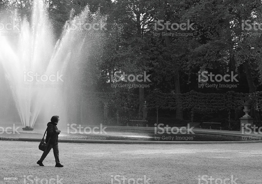 Donna nel parco foto stock royalty-free