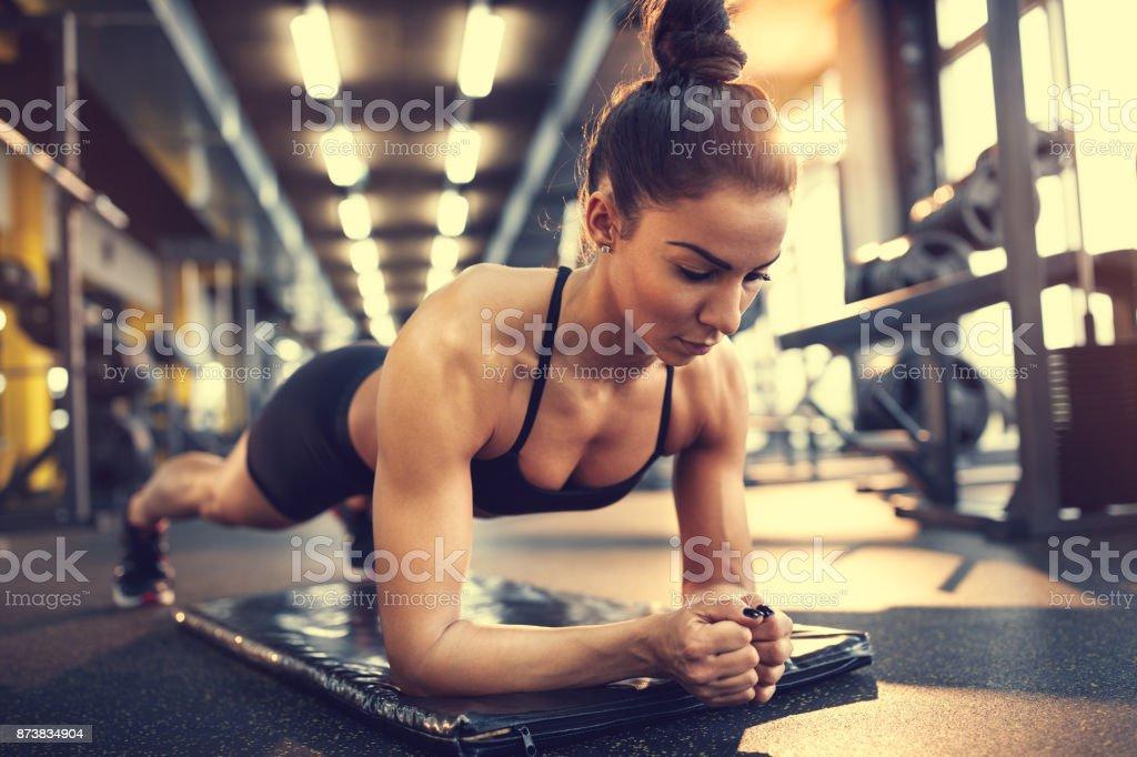 Frau in Plank-pose – Foto