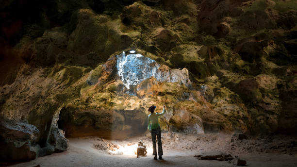 Frau in Quadirikiri Höhle, Arikok Nationalpark, Aruba – Foto