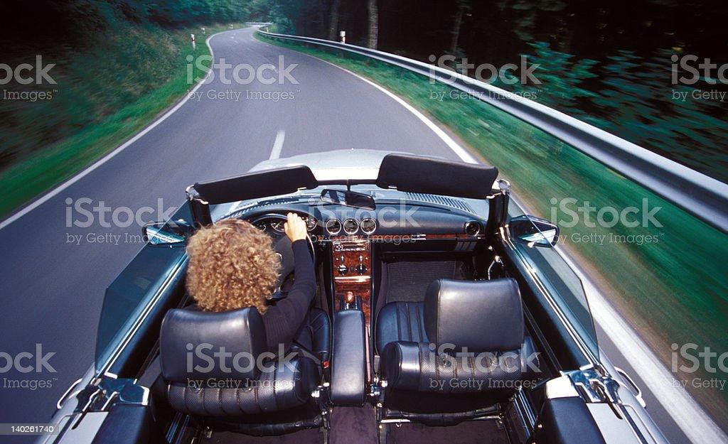 Frau in Roadster – Foto