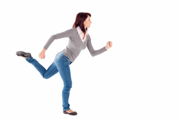 frau im laufenden pose - druck jeans stock-fotos und bilder