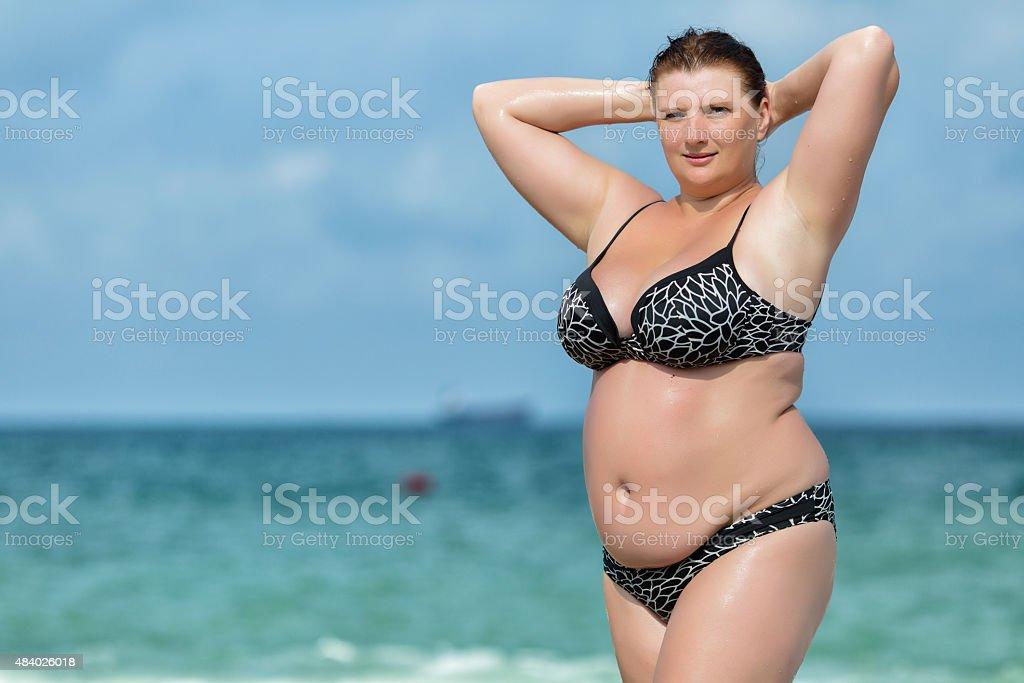 Donna In Costume Da Bagno Al Mare - Fotografie stock e altre ...